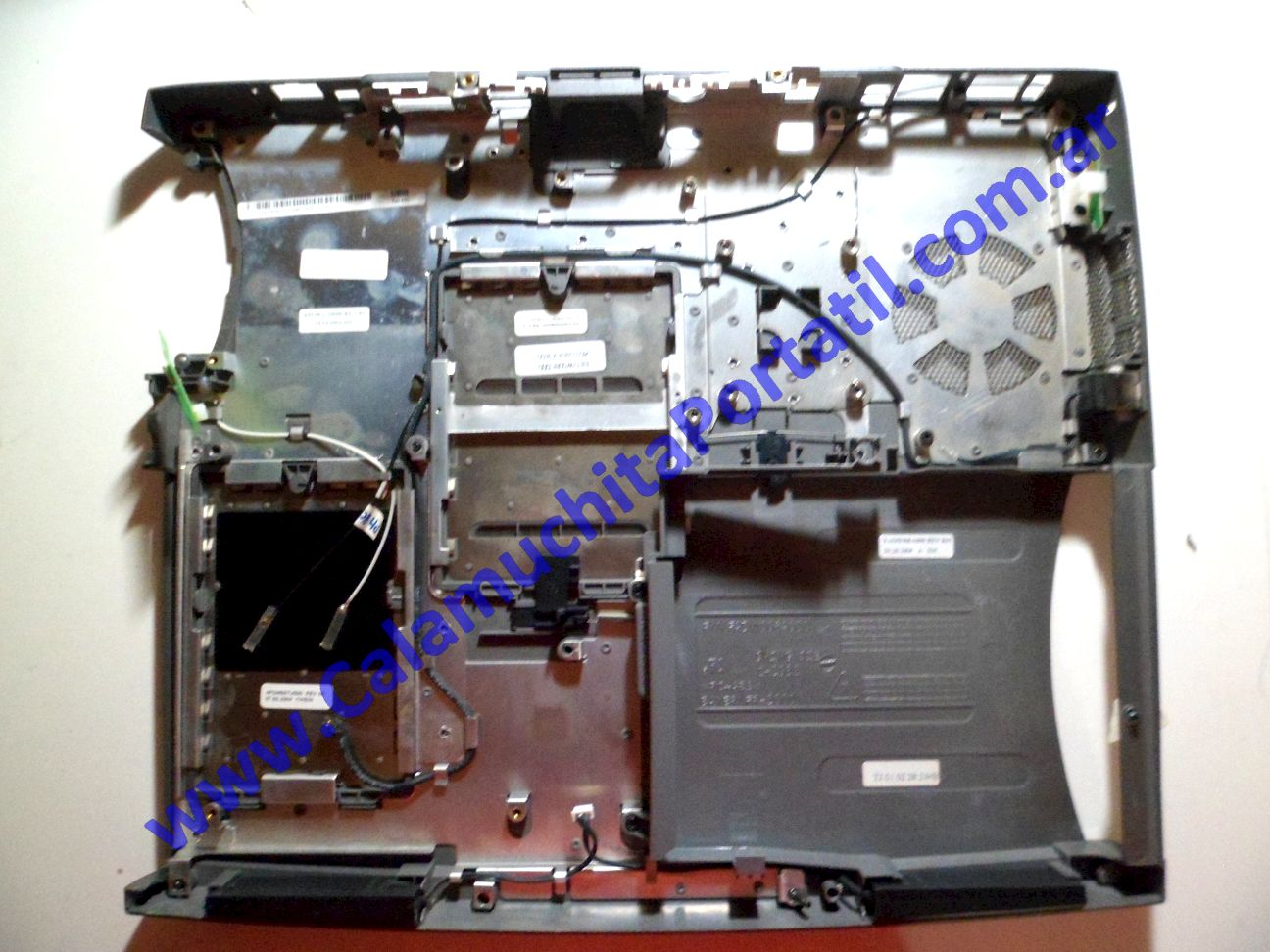 0025CAD Carcasa Base Dell Inspiron 5150